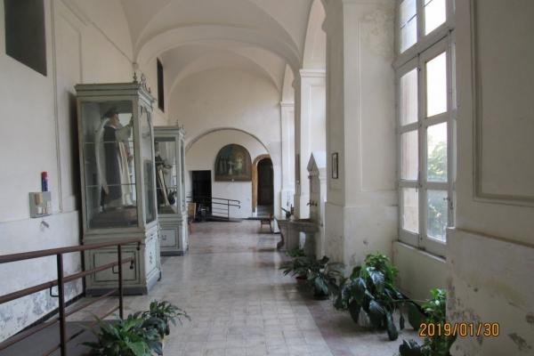 corridoio-interno-con-a-sx-statue-di-s-vincenzo-e-s-domenicoC59EECA9-BC14-0086-2813-CC10F83A97C1.jpg