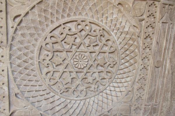 gwalior-simbolismi-nel-cortile-del-forte-fileminimizer12C29E0C-277F-0382-5907-13A7E2F853CC.jpg