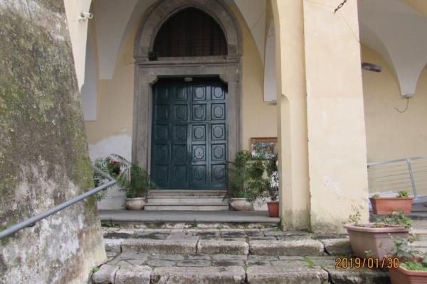 ingresso-alla-chiesa-fileminimizer5EF3B076-BC73-23F1-6A8A-7979D8D458E5.jpg