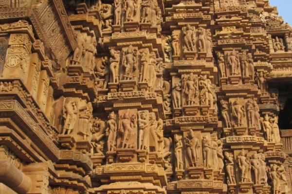 khajurhao-particolare-fregio-esterno-templi-40-fileminimizer5511E0EB-2207-496C-7C73-667080CB78C3.jpg