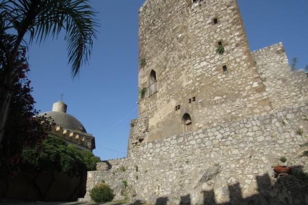 la-torre-longobarda-e-la-cupola-al-castello-fileminimizerA0ACBD8A-2340-8577-6A28-1B4374C70C19.jpg