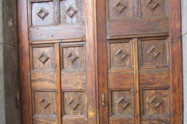 portale-del-xvi-secolo-lato-destro-scalinata-fileminimizer64C3FE10-2A48-62F1-2B71-850E44438902.jpg