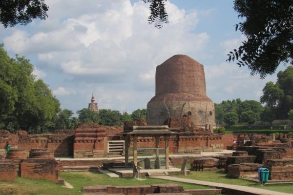 sarnath-stupa-con-resti-buddha-fileminimizer6A86104C-D368-6233-E093-EE189A5B5203.jpg