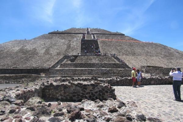 teotihuacan-piramide-del-sole-mexicoimg-0474-fileminimizer00CFBDAD-0C1A-7B20-5206-EC001E72B6AA.jpg